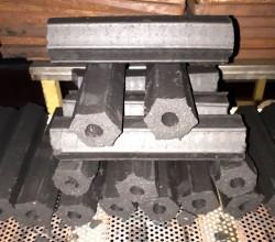 Дървени въглища от брикети с удобен размери на цепеница