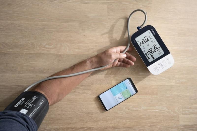 Апарат за измерване на кръвно налягане Omron M7 Intelli IT плюс адаптер
