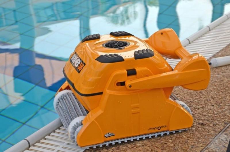 Робот за почистване на басейн до 20м Dolphin Wave 50